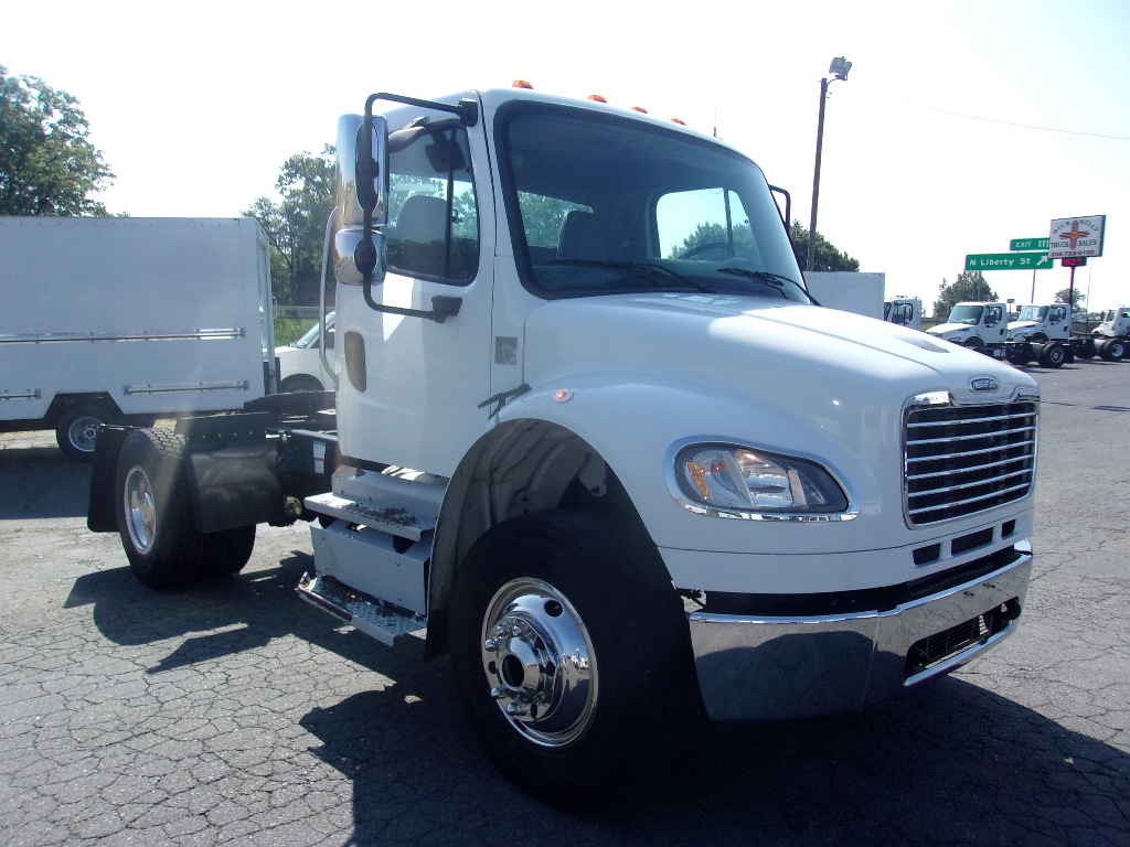 10118 - 2013 Freightliner M2 Single-Axle Tractor